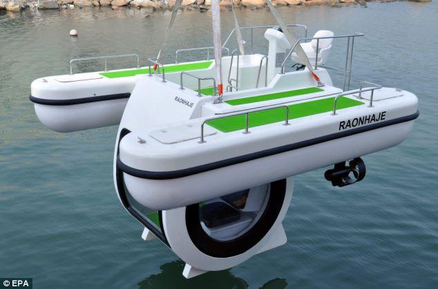 South Korean firm EGO has designed a compact semi-submarine called 'Penguin'.